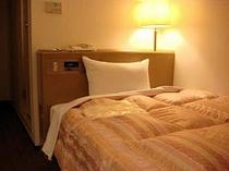 ■客室:シングル・12.5平米・サータ社仕様マットレス使用