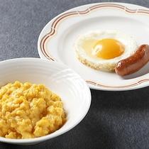 朝食バイキング〜スクランブルエッグ・目玉焼き