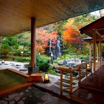紅葉が美しい庭園露天風呂