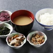 朝食バイキング〜ご飯(北海道産ふっくりんこ)・お味噌汁の具材も数種ご用意しております