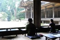 写経風景(園教寺)