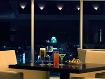 バーラウンジ「夜間飛行」(姫路城を望む)