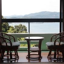 *客室一例、眼下に広がる浜名湖の絶景をお愉しみください。