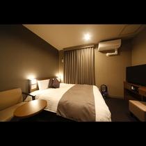 クイーンルーム■16平米 ■ベッドサイズ1,600×1,950 ■新設されたクイーンルーム。今話題の
