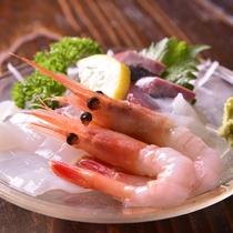◎夕食(お造り)一例/お酒の肴としてもお箸が進む新鮮なお造りをご賞味ください