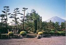 1000坪の敷地から目の前に望む絶景富士