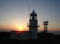 夕暮れの襟裳岬灯台1