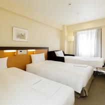 *客室一例/ツインベッド+ソファベッドのトリプルルーム