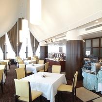 *16階スカイバンケット。信州の山々を眺めながら朝食をお召し上がり下さい。