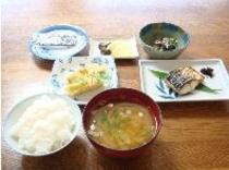 =朝食イメージ=和食=お味噌も地元のものを使っています。