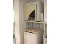 =施設の一例=お風呂横に設置したコインランドリー。洗濯機だけのご利用は無料、乾燥機のみ¥100