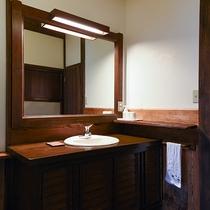 *【客室一例(2階りんどう)】シンプルな造りで、トイレはシャワー機能付です。