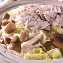 【ご夕食例(豚しゃぶ)】京都で日常に食されているお野菜・お惣菜を皆さまに。