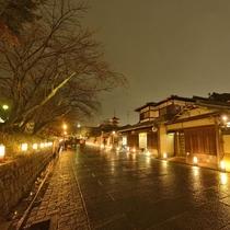 写真提供:京都・花灯路推進協議会「灯りと花の路(ねねの道)」
