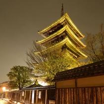 写真提供:京都・花灯路推進協議会「法観寺(八坂の塔)」