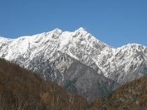 Wizから車で5分、スキー場中腹11月初旬の鹿島槍ケ岳