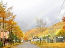 車で5分、10月中旬スキー場の紅葉と虹