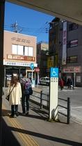 ④伊豆箱根バス案内所を左折東通りへ