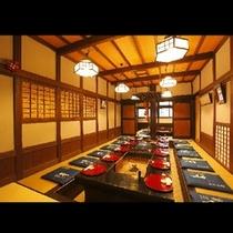 【田事(たごと)】どこか懐かしい雰囲気の店内。手入れの行き届いた柱や民芸品にほっとひと息
