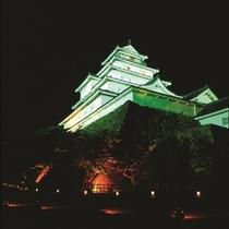≪夜の鶴ヶ城≫昼の白壁・赤瓦の美しい鶴ヶ城とはまた違う幻想的な鶴ヶ城。夜の会津散策におススメ♪