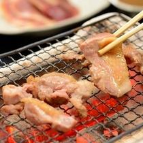 ■三島産会津地鶏の炭火焼■炭火で焼きあげることで地鶏本来の旨みと甘みがぎゅっと濃縮された至極の逸品!