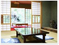 客室例①谷川のせせらぎ、鳥のさえずりが感じられる和室