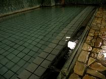 生粋の源泉風呂 (男湯)