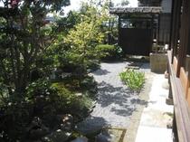 庫裡前の庭