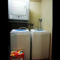 洗濯機と乾燥機、洗剤も完備しており無料でご利用になれます。