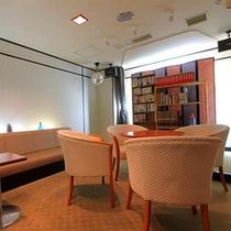 館内施設をご紹介★こちらの「図書ルーム」には、特にお子様向けの本をご用意しています。