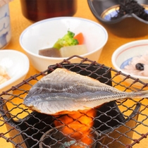 朝食一例(焼き魚)