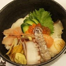 岡山いこいの村の名物【海鮮丼】