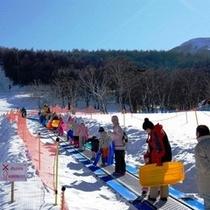 白樺高原国際スキー場 日本最長102mのキッズウェイでお子様も安心楽々♪