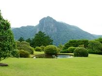 日本庭園からの「城山」