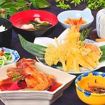 【ご夕食】漁港近くの当ホテルだからできる鮮魚の仕入れで、大好評の日替わり夜定食!