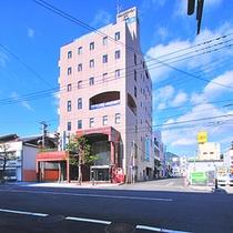 JR佐世保駅「みなと口」から徒歩5分、「佐世保みなとIC」から車で2分!佐世保港に一番近いホテルです