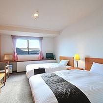 ランクアップツイン【2014年9月◆全室リニューアル】洋室のベッドは≪デュベスタイル≫に変わりました
