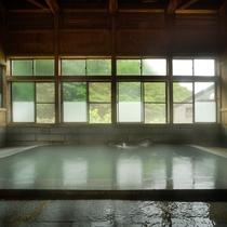 混浴大浴場(夏の景色と共に)