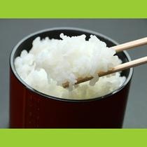色が白くツヤツヤとして、しっとりとした食感が特徴的。