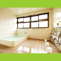 広々として、清潔感のあるお風呂です。