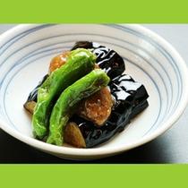 自家栽培の野菜を楽しめる夕食です。