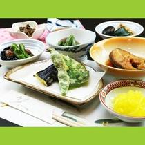 自家栽培の野菜を使い、その時期だから楽しめる食事です!