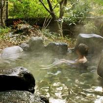 野趣あふれる露天風呂