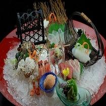 小田原港からその日に採れた新鮮な魚介類が人気!別注5000円より承ります。