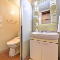 *【和室/別館山側】明るい洗面スペースでご準備ください。