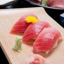 *【夕食/グレードアップ】色鮮やかな新鮮なマグロは絶品!
