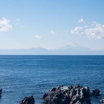 *【景観(一例)】本館和室から眺める相模湾。