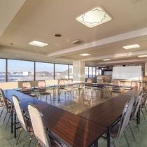 *【館内(会議室)】海を眺める開放的な会議室がございます。