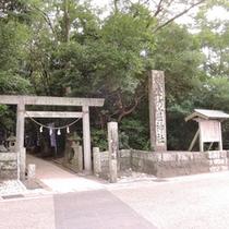 *世界遺産「花の窟神社」(当館から車で約3分)