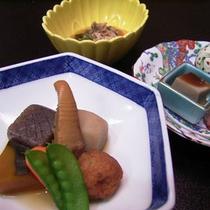 *【ご夕食一例】旬の素材が織り成す、色鮮やかなお料理の数々をご用意させていただきます。
